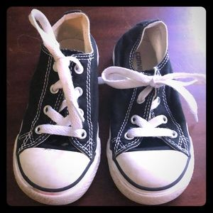 Converse size 9- black and white